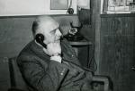 Al telefono nel suo studio